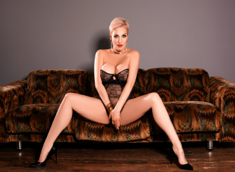 Mature Busty Ilona - hot lady