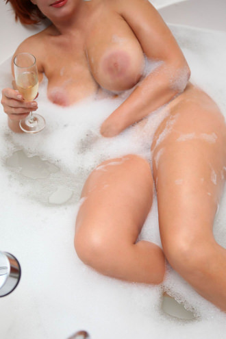 Sofia - I'm in the bath