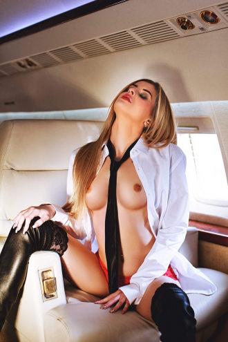 Cezy - Cezy - Hi Flying Royal Escort