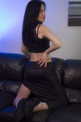 Alison - Experienced beauty