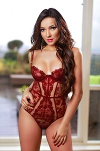 Julia- A stunning Royal Escort