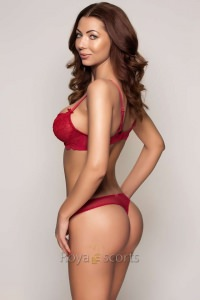 PAMELA- A stunning Royal Escort