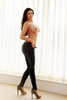 Aaralyn - London escort - aaralyn- A stunning Royal Escort