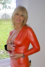 Red to impress - Gabriella Fox - Bury