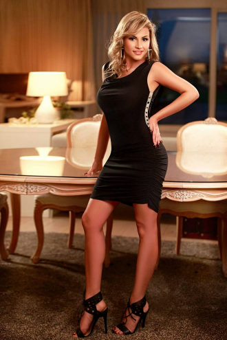 Amira - Amire busty blonde escort in Heathrow