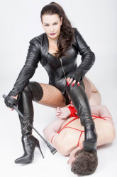 Domina Octavia - Sitting comfortably