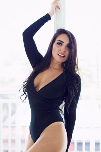 Bruna - Ready to entertain