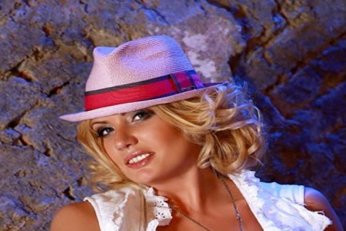 Amanda Lindt - Amanda Lindt