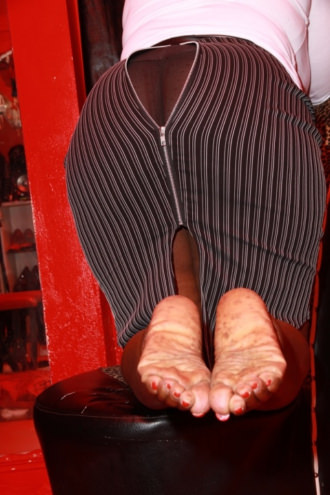 Goddess Dionne - mistress feet and legs in stockings