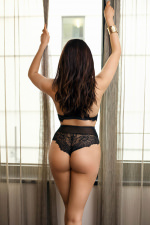 Brunette Curvy Courtesan - Valeria West - Zurich