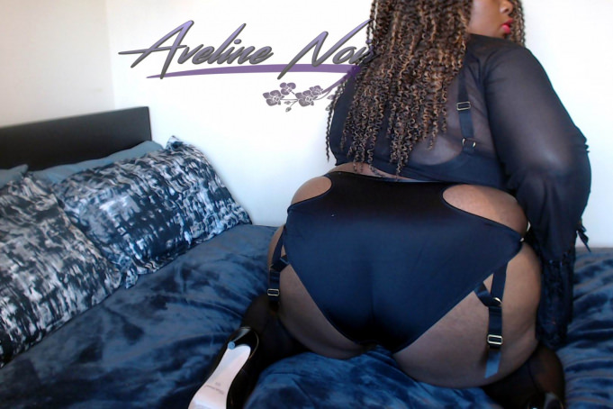 Aveline Noir - booty side